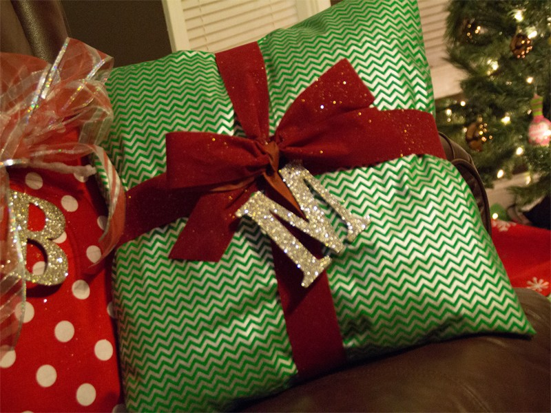 Christmas Present Pillows 10