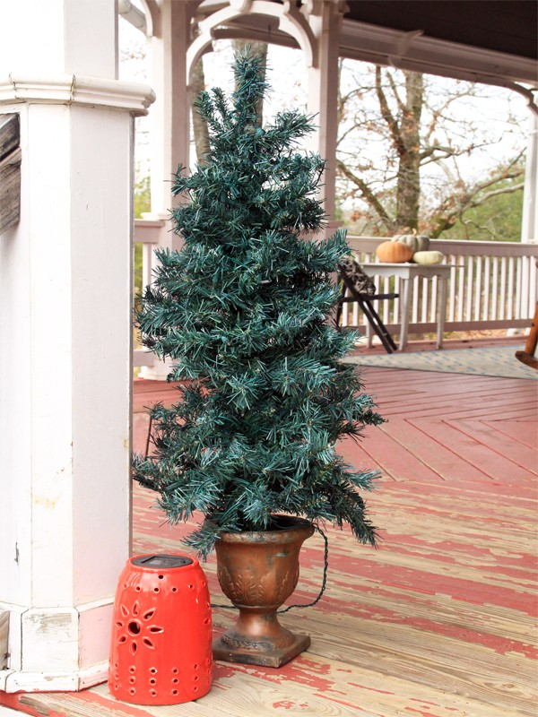 Rustic and Cozy Christmas Front Porch